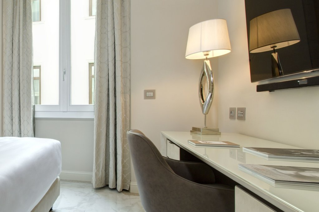 Aleph Rome Hotel, Curio Collection By Hilton Image 6