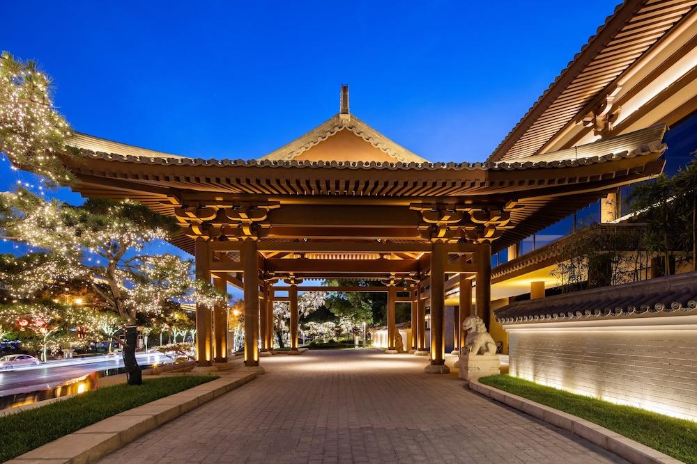 Hualuxe Xian Tanghua, An Ihg Hotel Image 0