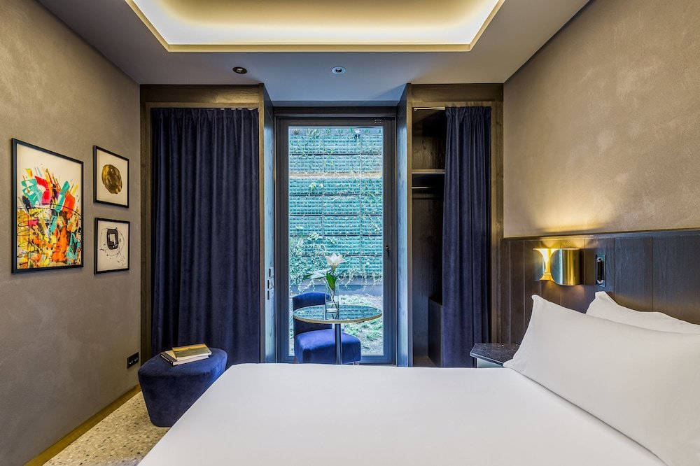 Room Mate Gerard Image 9
