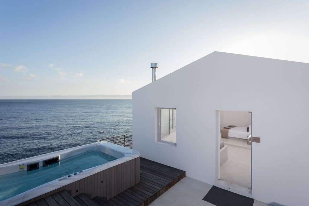 White Exclusive Suites & Villas Image 0