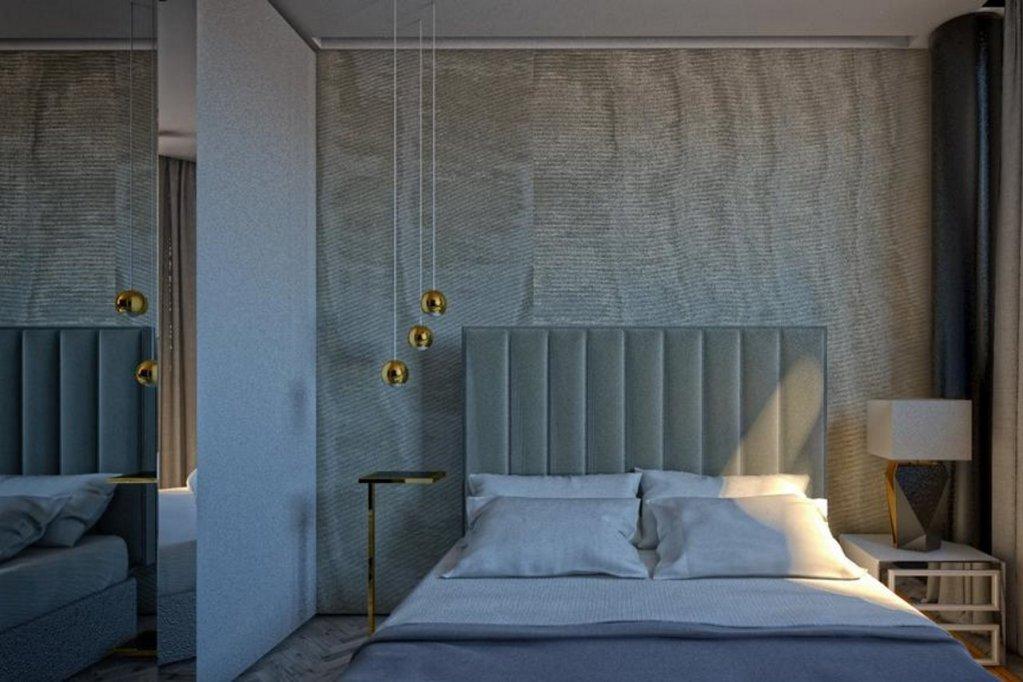Hotel Posh, Split Image 48