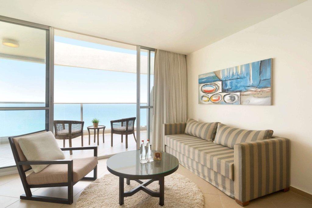 Ramada Hotel & Suites By Wyndham Netanya Image 4