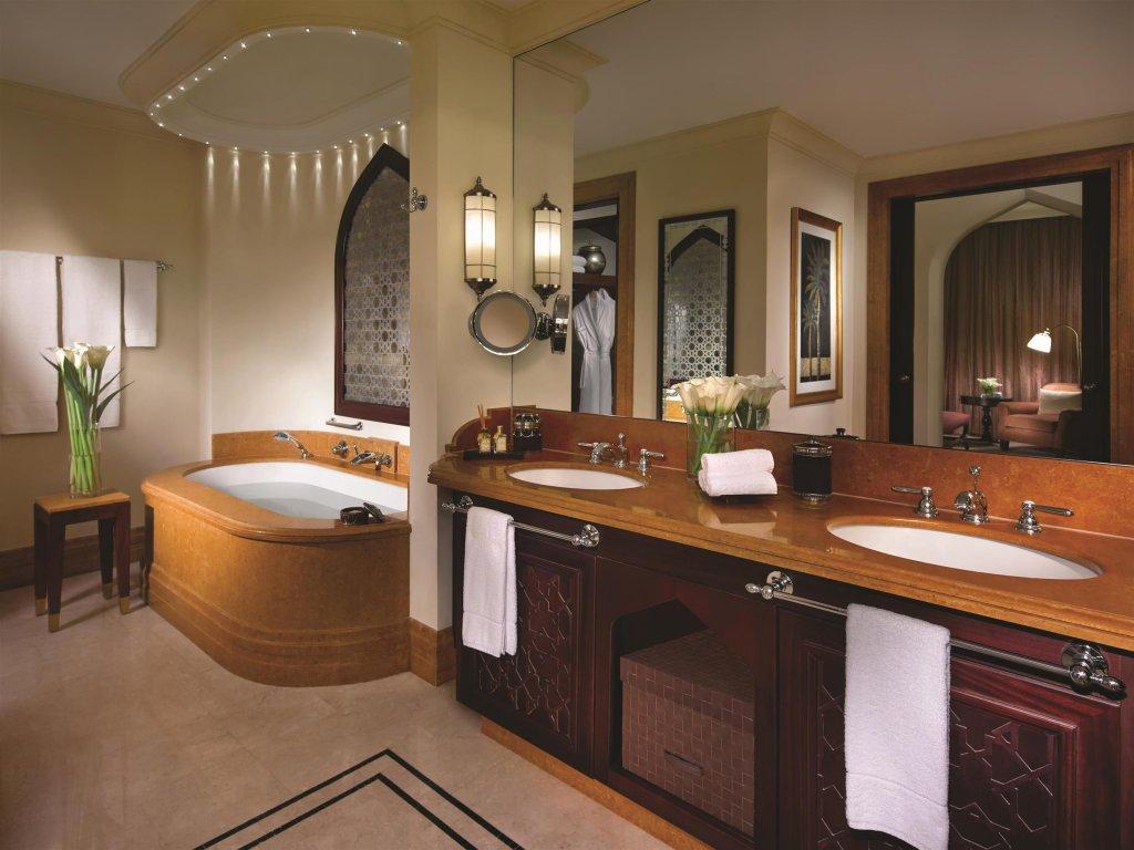 Shangri-la Hotel Qaryat Al Beri, Abu Dhabi Image 9