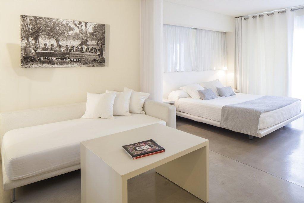 El Hotel Pacha – Includes Entrance To Pacha Club Image 0