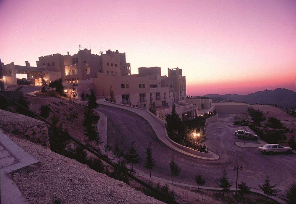 Movenpick Nabatean Castle Hotel, Petra Image 8