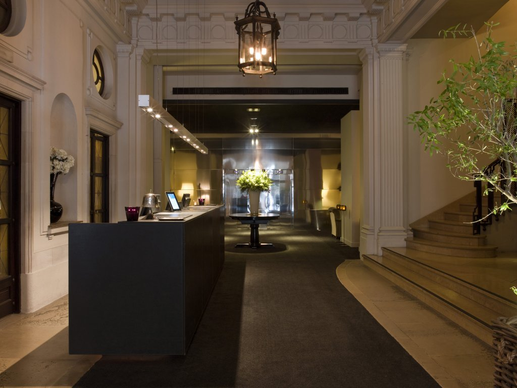 Grand Hotel Central Image 5