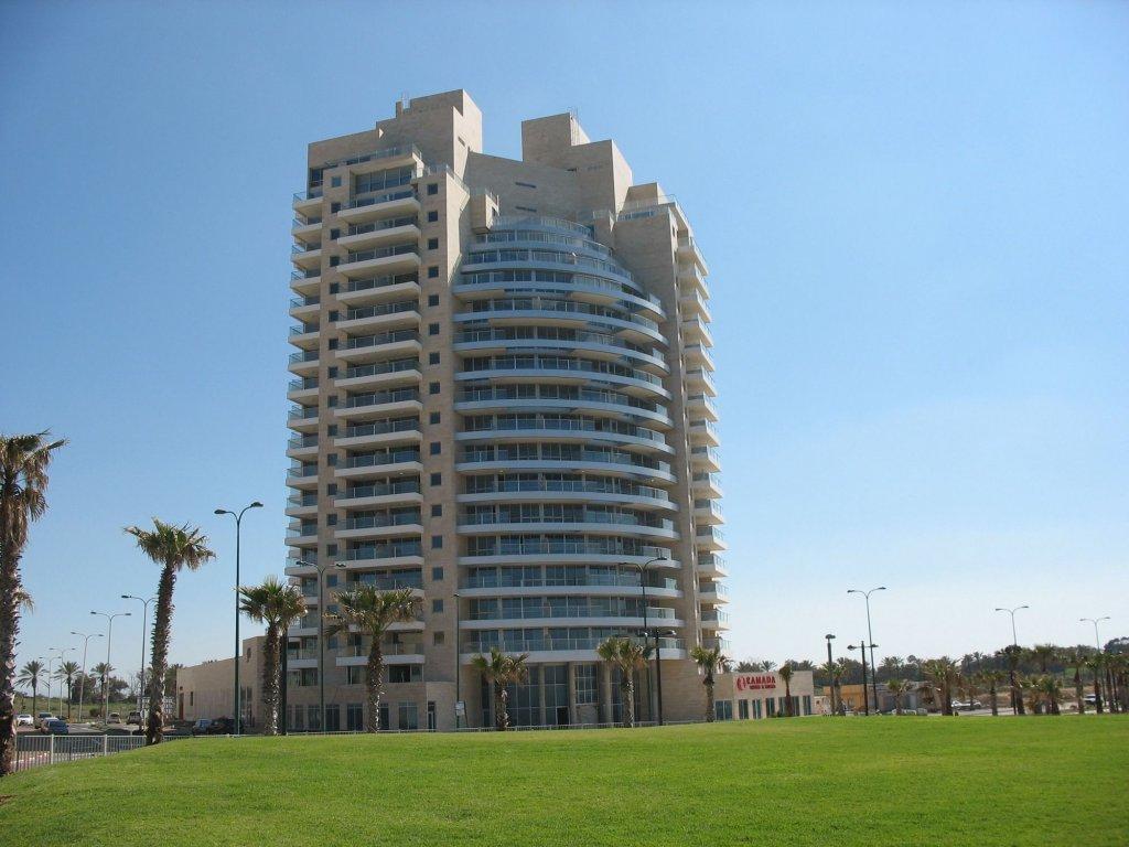 Ramada Hotel & Suites By Wyndham Netanya Image 8