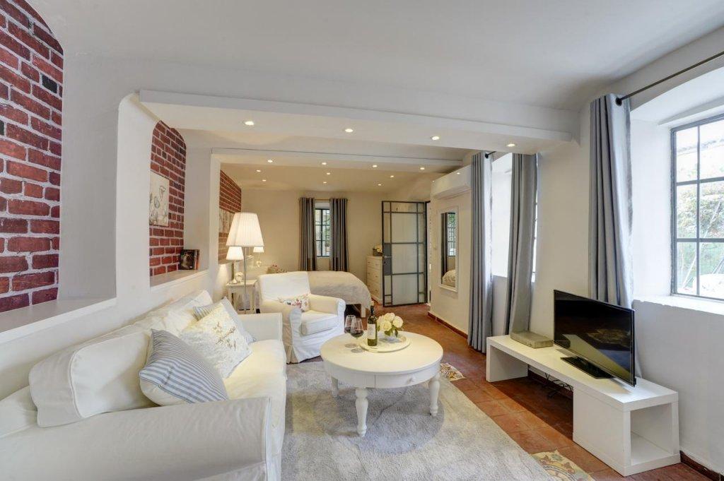Neve Tzedek Original Style Apartments Image 40