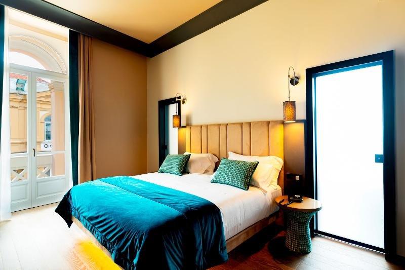 Amadomus Luxury Suites, Naples Image 0