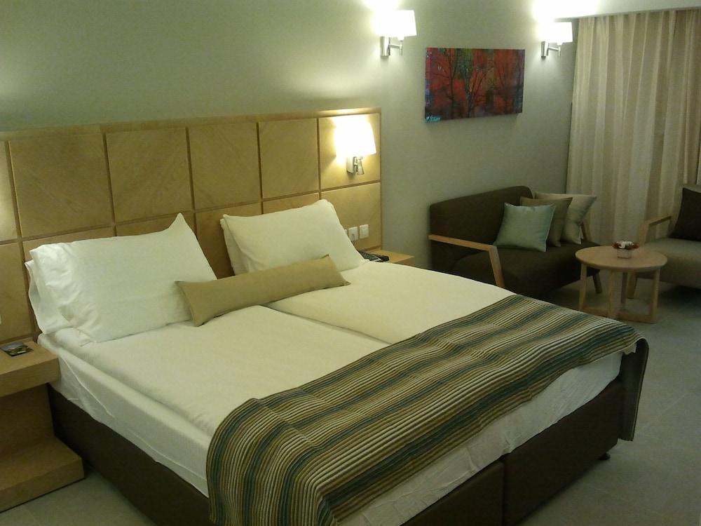 Ein Gedi Kibbutz Hotel Image 11