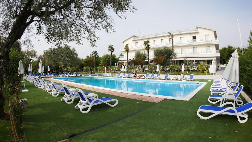 Villa Paradiso Suite, Moniga Del Garda Image 0