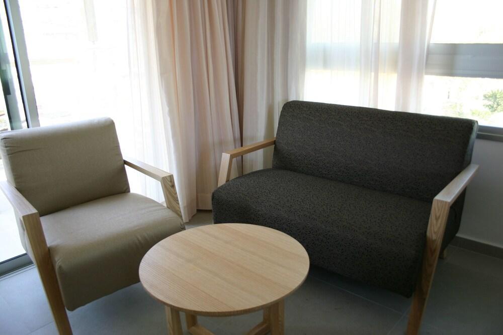 Ein Gedi Kibbutz Hotel Image 15