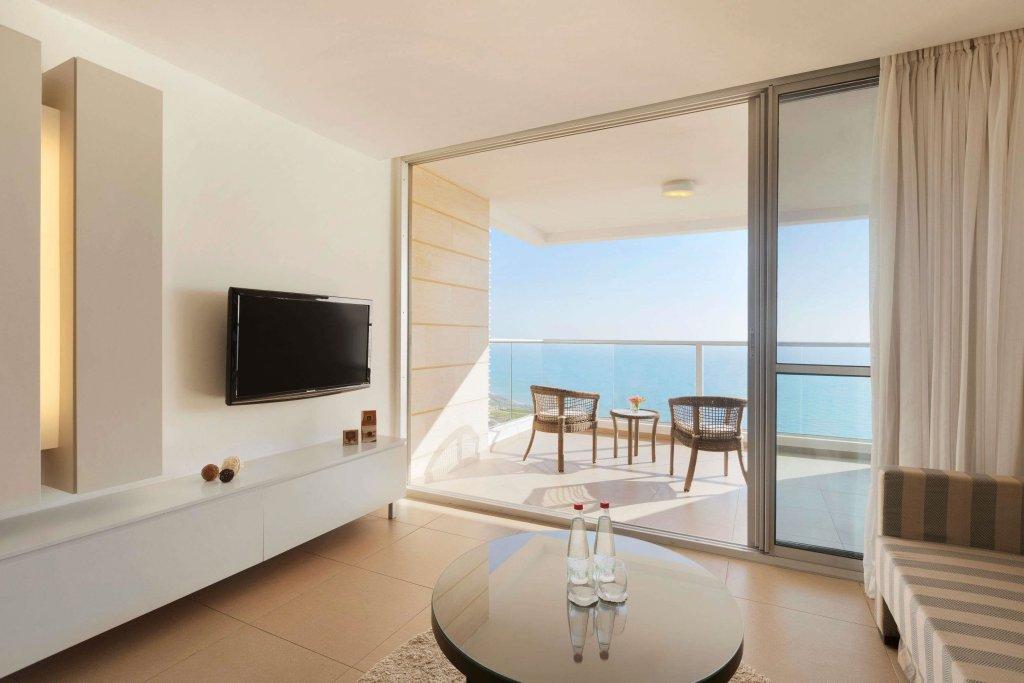Ramada Hotel & Suites By Wyndham Netanya Image 3