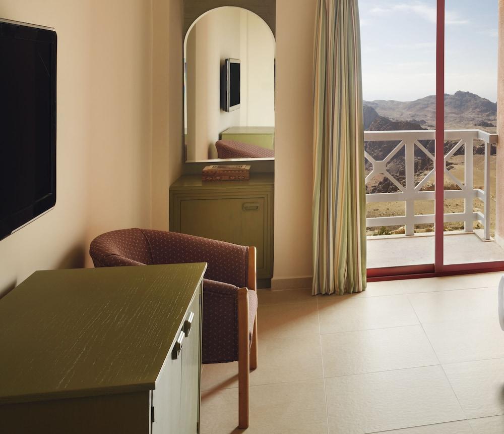 Movenpick Nabatean Castle Hotel, Petra Image 9
