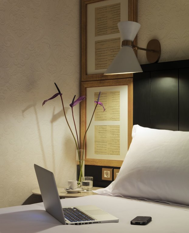 H10 Catalunya Plaza-boutique Hotel, Barcelona Image 9
