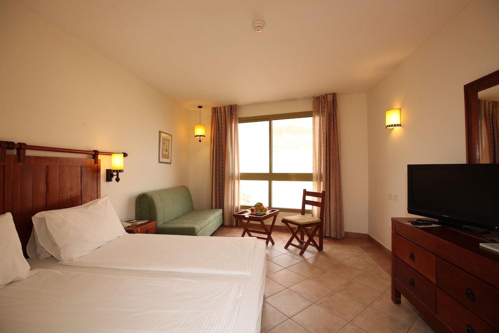 Ein Gedi Kibbutz Hotel Image 14