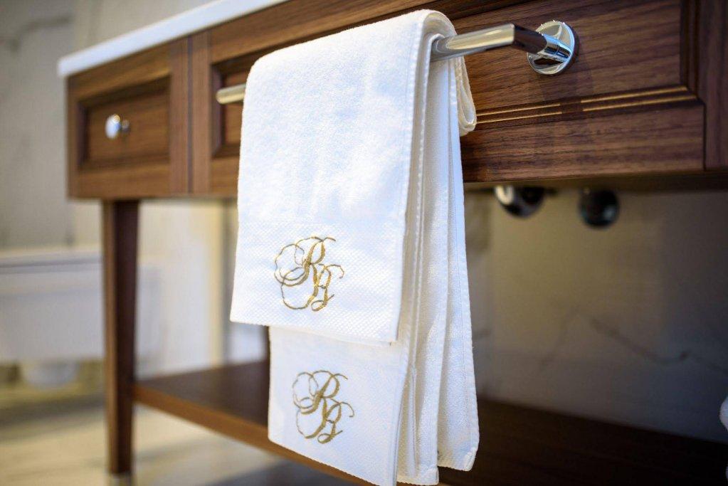 Royal Blue Hotel Image 20