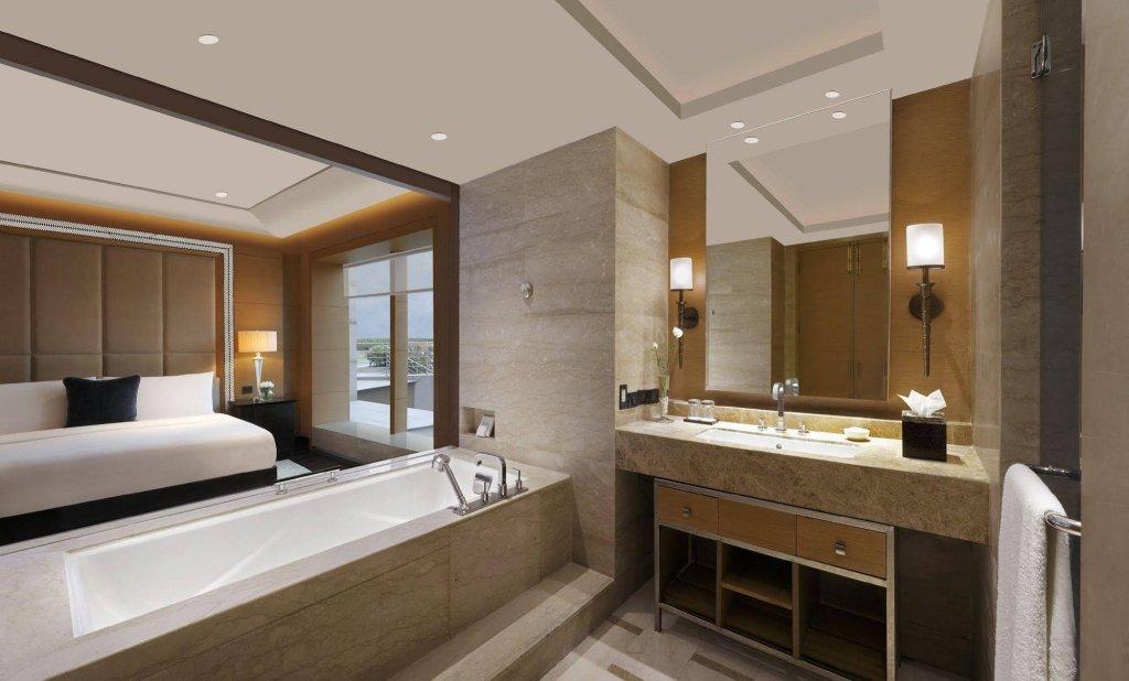 The Leela Ambience Hotel & Residences, Gurugram Image 2