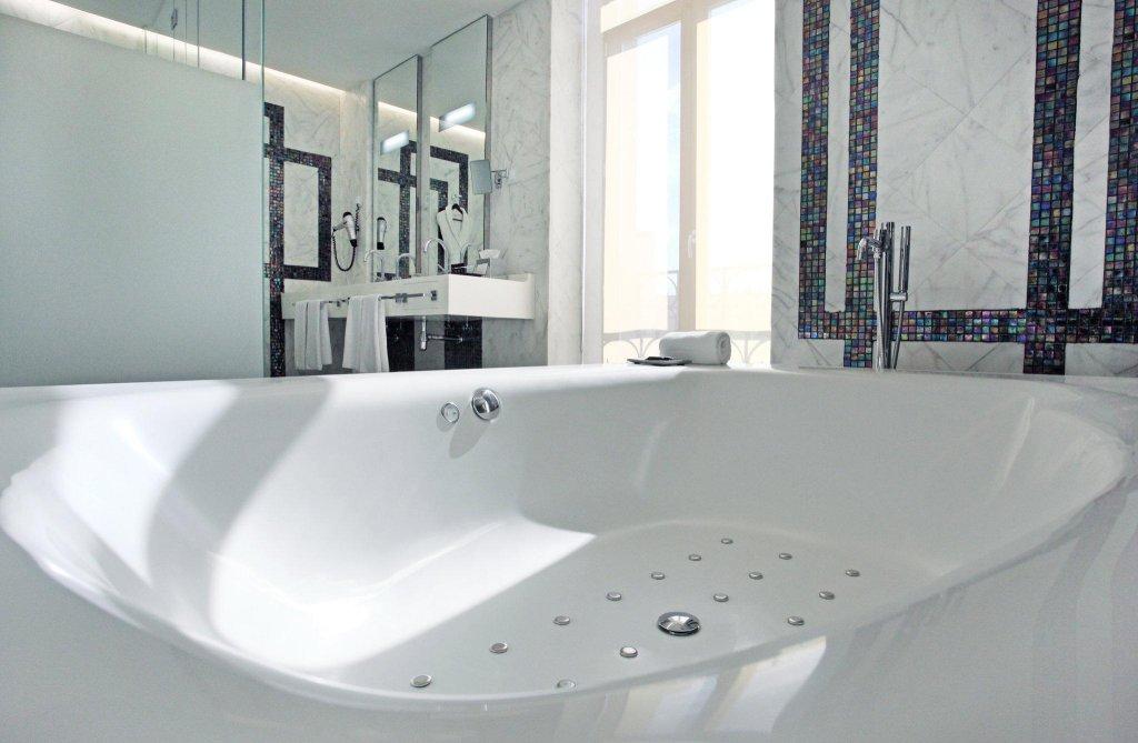 Hotel Único Madrid - Small Luxury Hotels Of The World Image 3