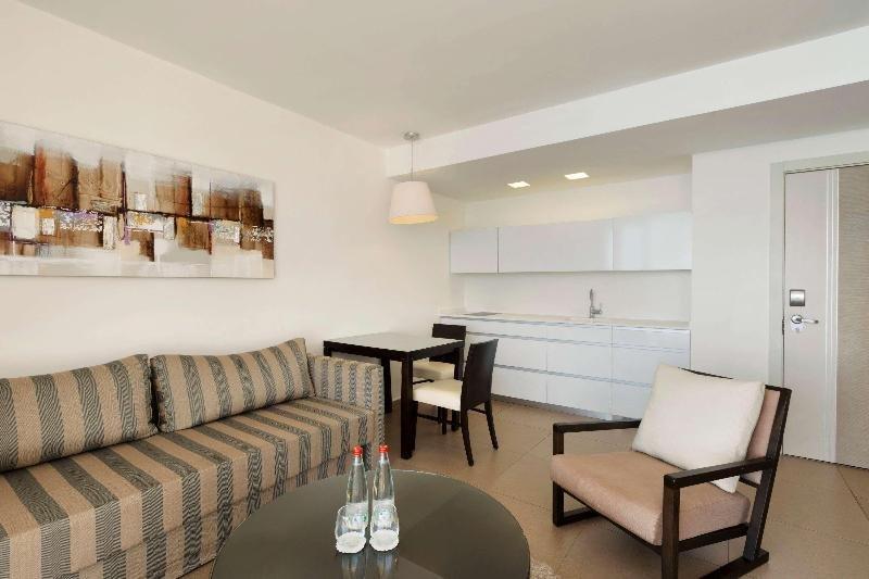 Ramada Hotel & Suites By Wyndham Netanya Image 7