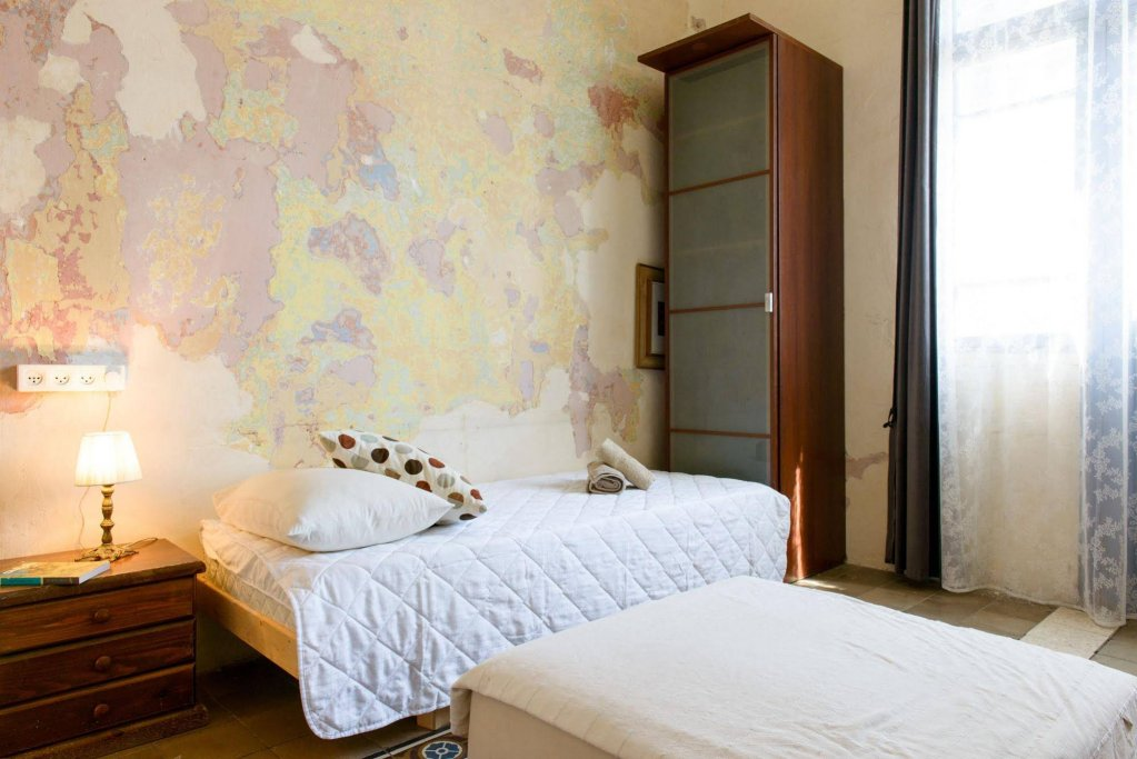 Neve Tzedek Original Style Apartments Image 23