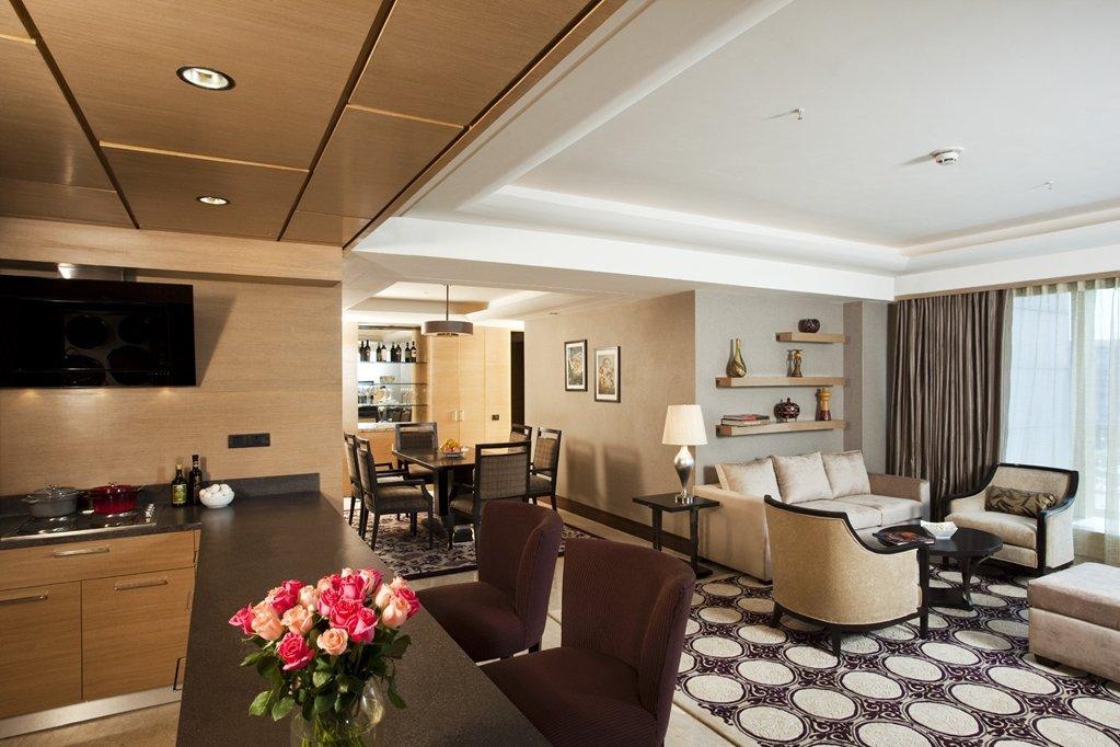 The Leela Ambience Hotel & Residences, Gurugram Image 8