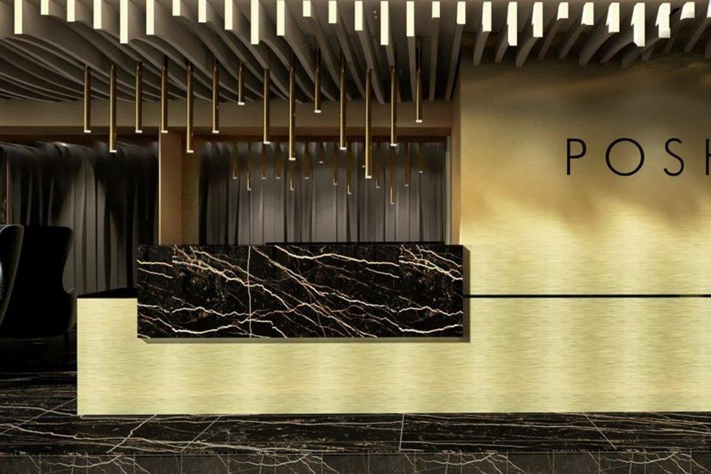 Hotel Posh, Split Image 42