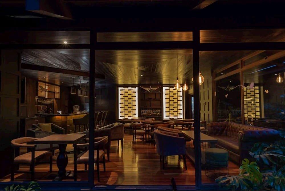 El Silencio Lodge & Spa Image 33