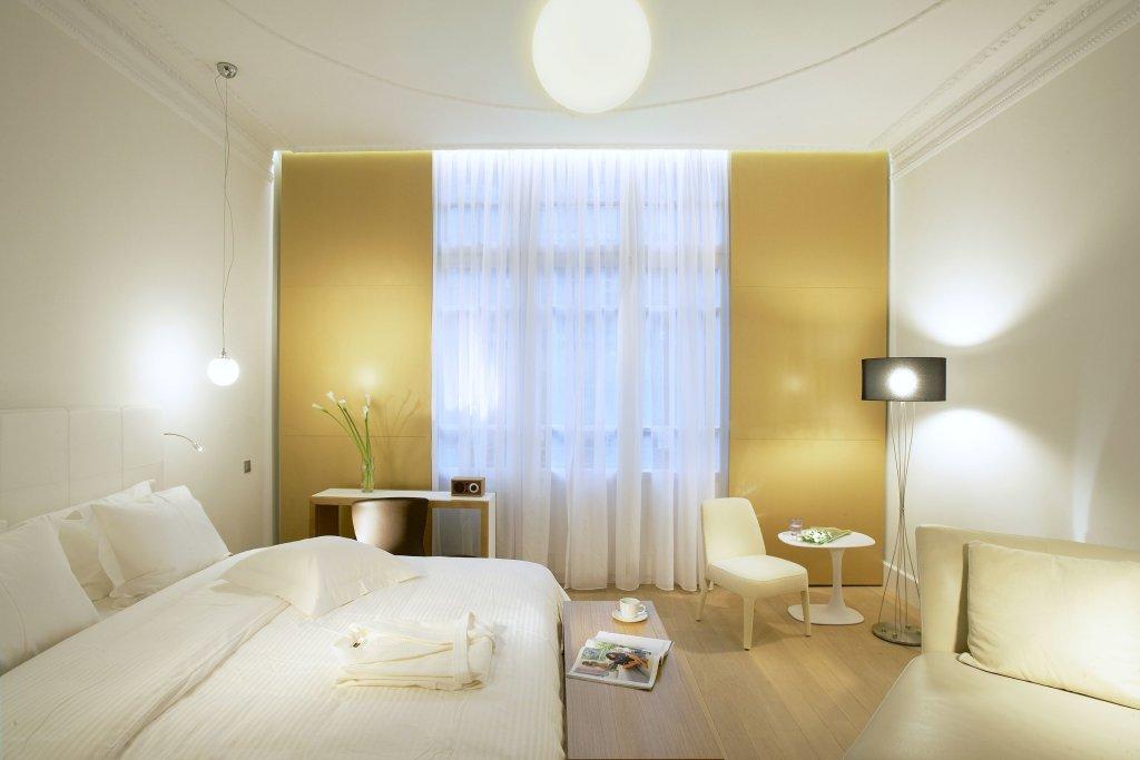 Excelsior Hotel Image 1