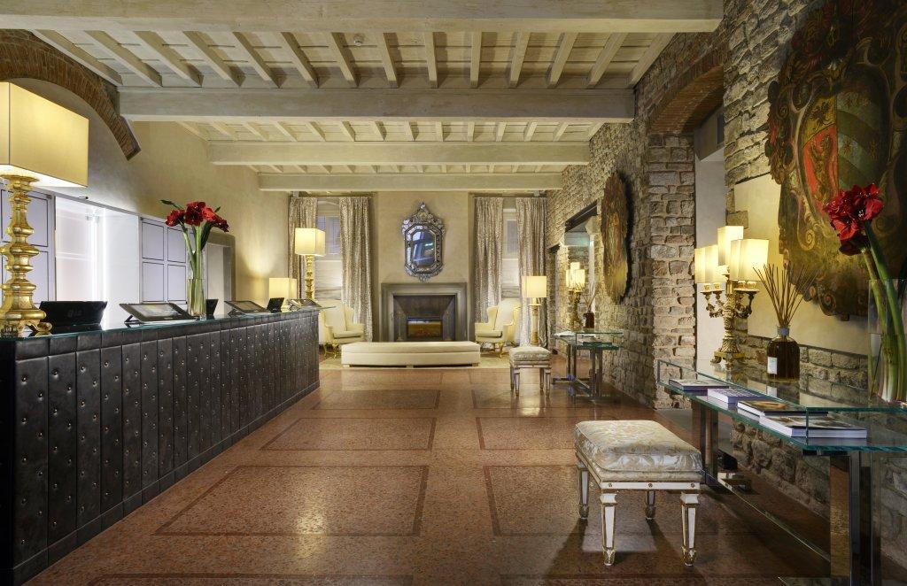 Brunelleschi Hotel, Florence Image 3