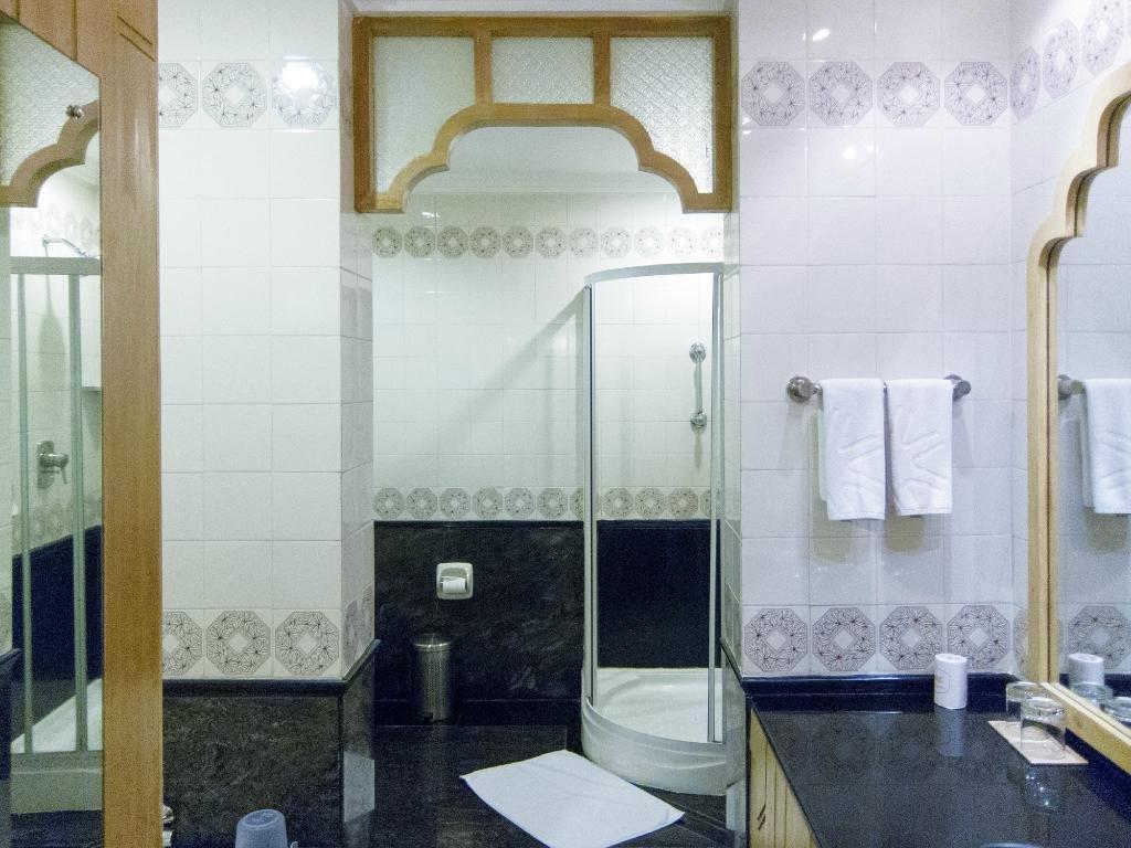 Taj Connemara Image 13