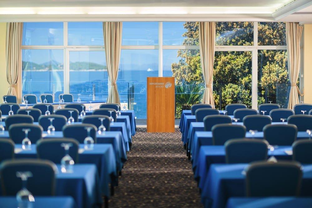 Royal Blue Hotel Image 43