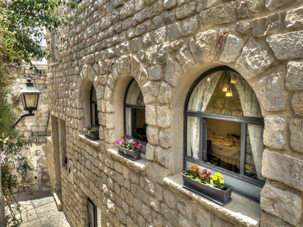 Nofesh Baatika, Safed Image 4