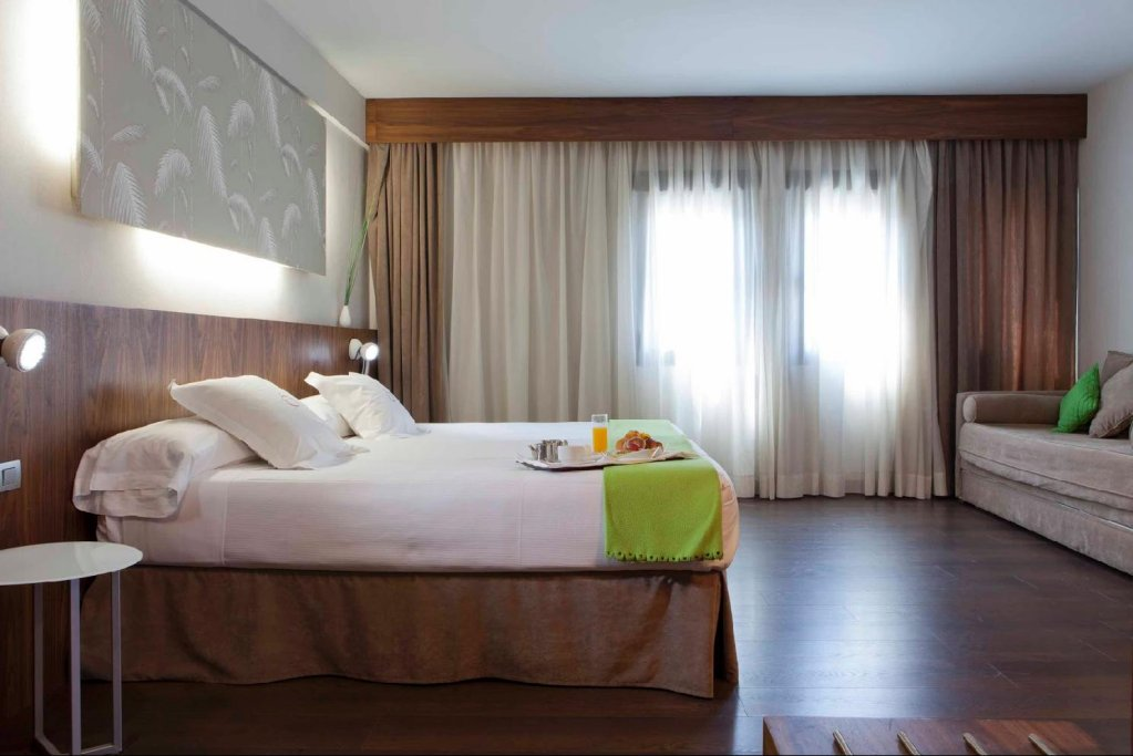 Hotel Opera Image 2
