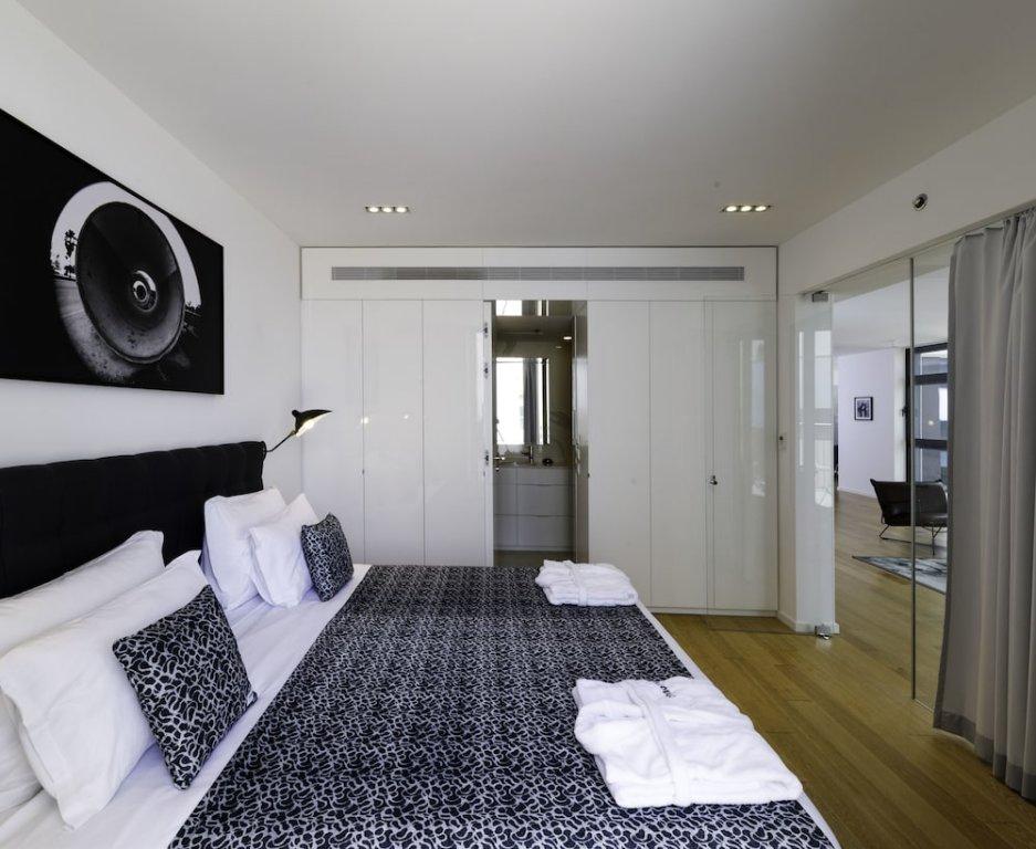 Renoma Hotel Image 1