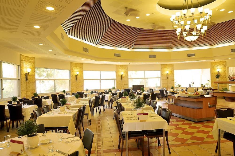 Ein Gedi Kibbutz Hotel Image 19