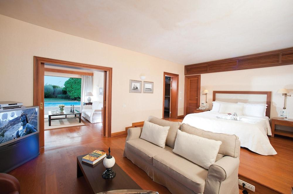 Grand Resort Lagonissi Image 10