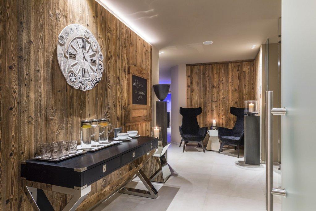 Hotel Montchalet Image 0