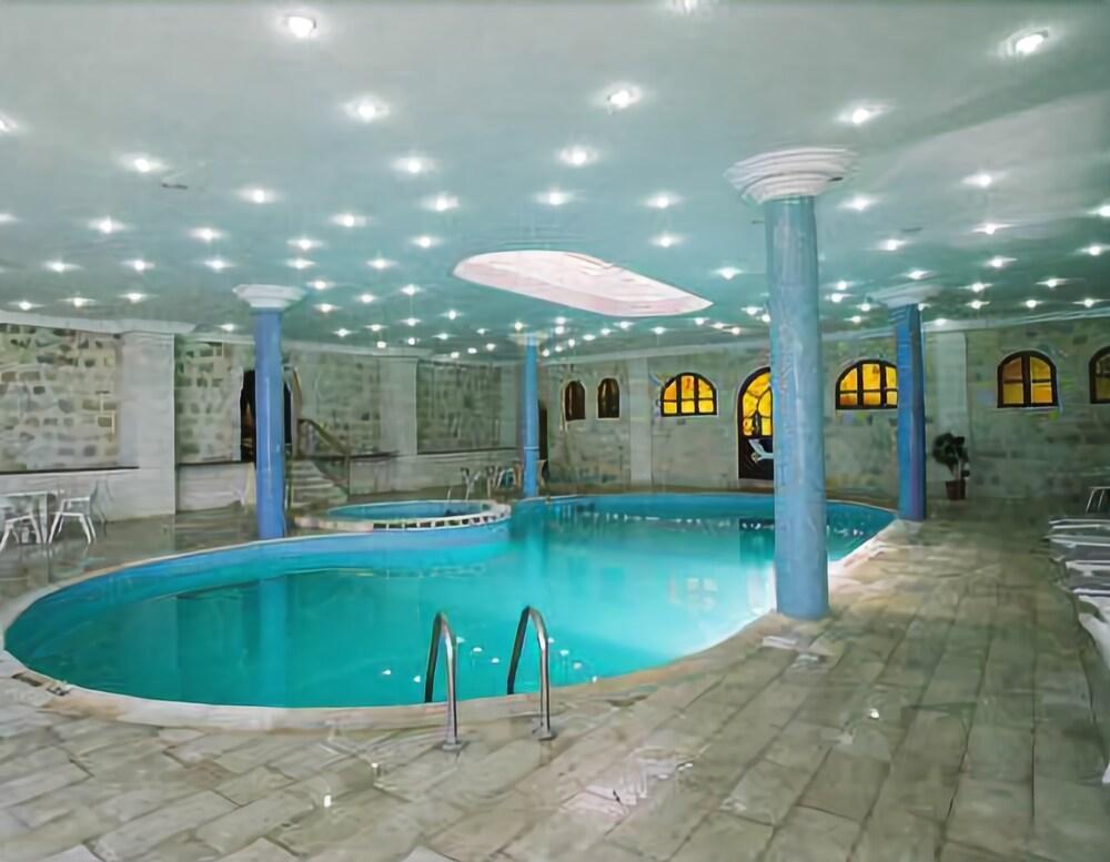 Amra Palace Hotel, Petra Image 1