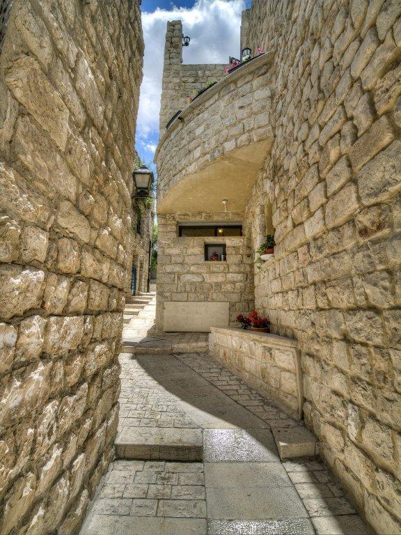 Nofesh Baatika, Safed Image 11