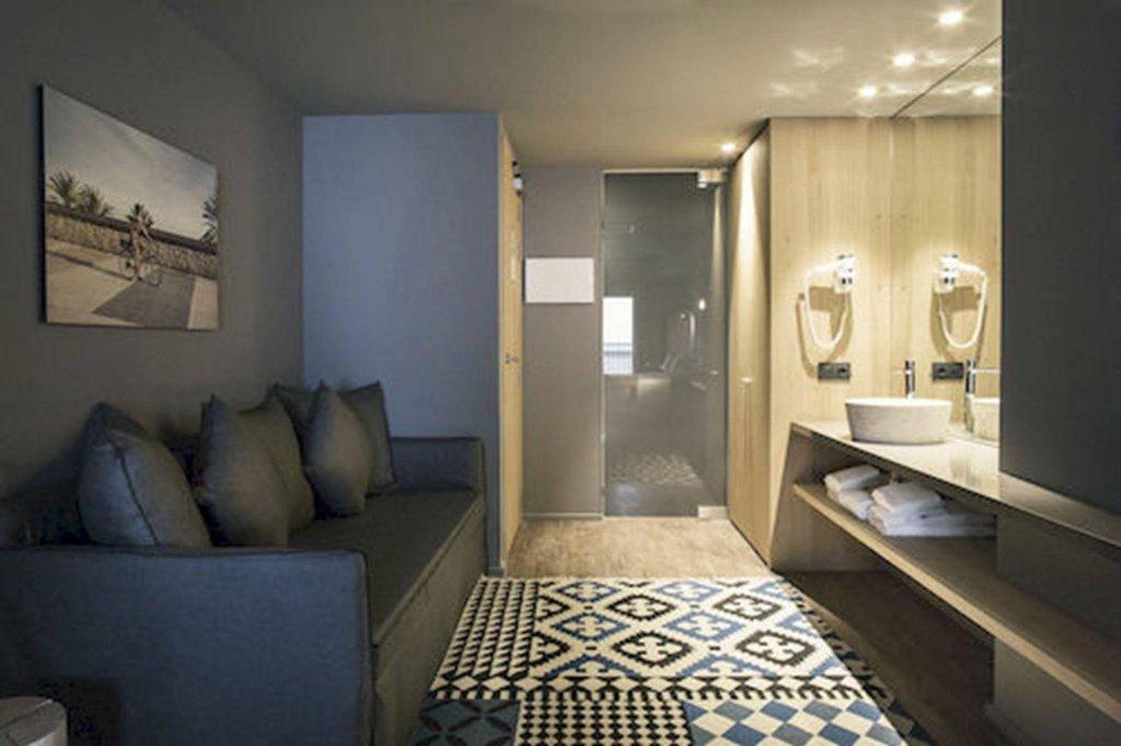 Yurbban Trafalgar Hotel Image 0